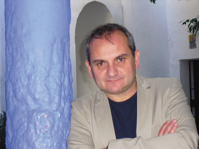Mario Escobar author image